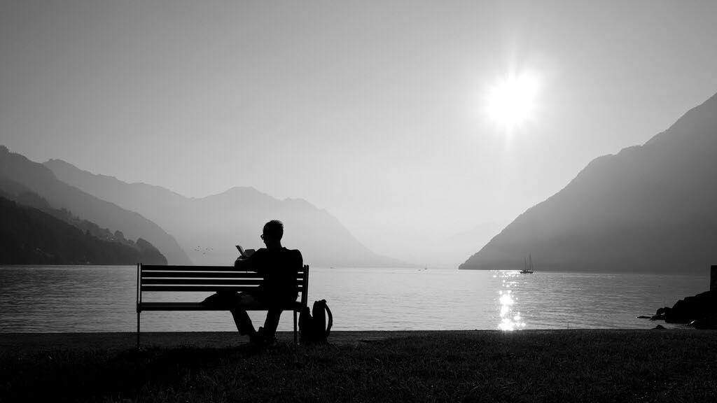 Em à, với anh im lặng không có nghĩa là ngừng yêu thương….