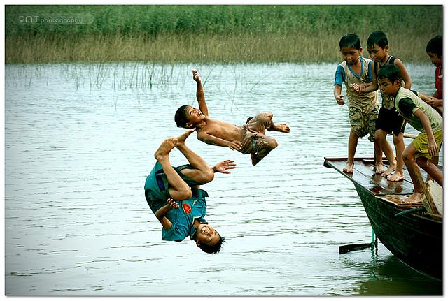Dòng sông tuổi thơ
