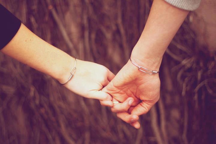 Cám ơn anh vì đã luôn nắm chặt tay em